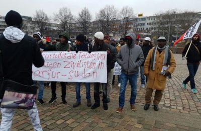 السودانيين في المانيا يتظاهرون تضامنا مع ضحايا مجزرتي نيرتتي والجنينة - صوت الهامش